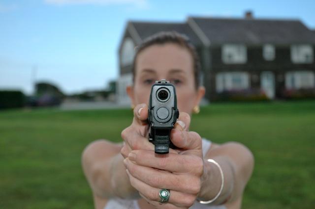 Pointing a Gun¡