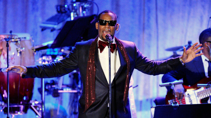 r-kelly-gala_wide-fa86cd2e8fd1ea4403148f9de16cd1402ff4f4fd-s900-c85
